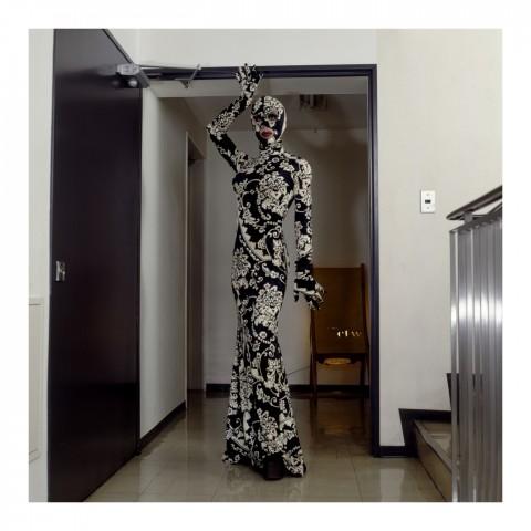 210-Simone Fukayuki portant une combinaison noire et blanche. Kyoto 2007