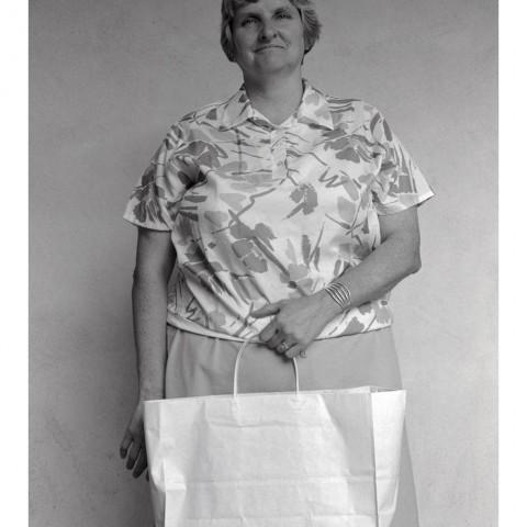 Dame avec un grand sac en papier. Santa Fe, NM 1989
