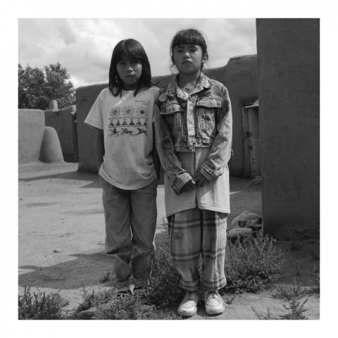 Deux petites filles Hopi. Taos, NM. 1989