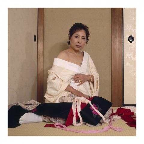 Mme T. portant un kimono débraillé