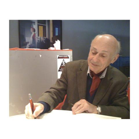 Jacques Villeglé signant son catalogue au Centre Pompidou-20 sept 2008
