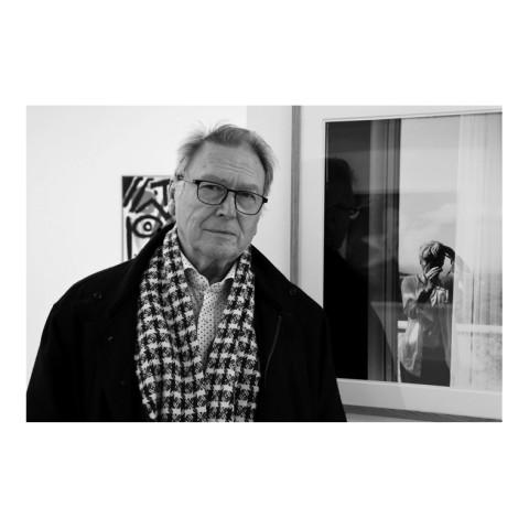 Jean Rault par Michel Lunardelli devant une photo de Benjamin Katz. Paris 2021